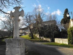 Croix occitane sur la place centrale
